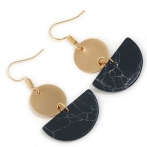 BOUTIQUE | Black marble and gold earrings
